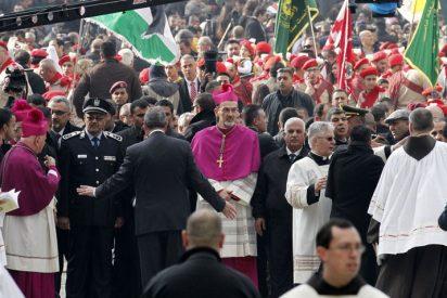 Una multitud peregrina a Belén para celebrar el nacimiento de Jesús