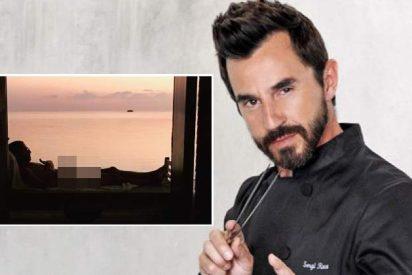 Santi Millán posa desnudo con el 'chiringuito' al aire