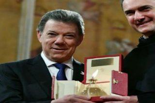 """Juan Manuel Santos recibe la 'Lámpara de la Paz' en Asís: """"He querido ser instrumento de paz"""""""