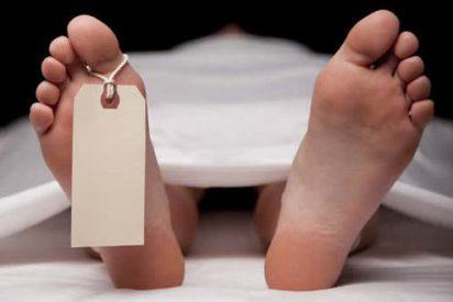 El tipo se despierta en la morgue después de una espantosa borrachera