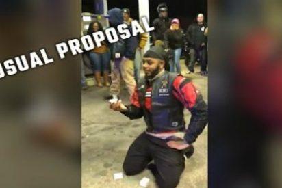 Dos policías arrestan al novio de una joven que nunca imaginó lo que vendría después