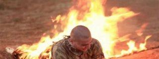 Cuando los sádicos del ISIS quemaron vivos a dos soldados turcos tras sacarlos de una jaula