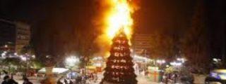 Así queman y destrozan las hordas musulmanas los árboles de Navidad en Europa