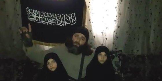 Los padres sirios que se despiden de sus hijas de 7 y 8 años y las envían a inmolarse