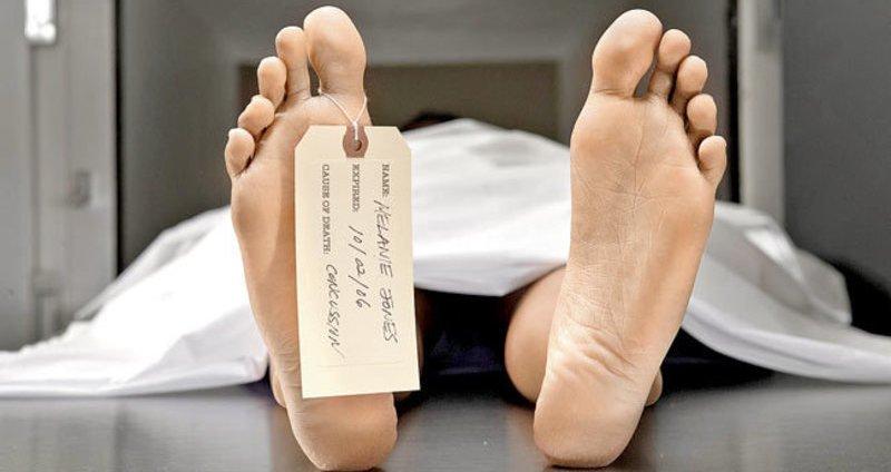 El muerto se sienta en su ataúd durante el velatorio y pregunta qué está pasando