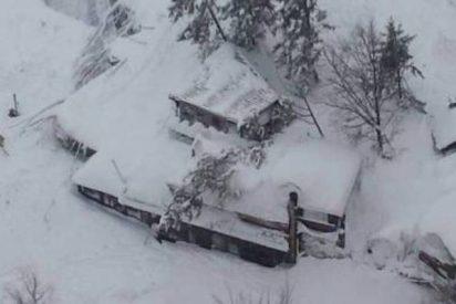 Una bestial avalancha provocada por el teerremoto sepulta en Italia un hotel lleno de clientes