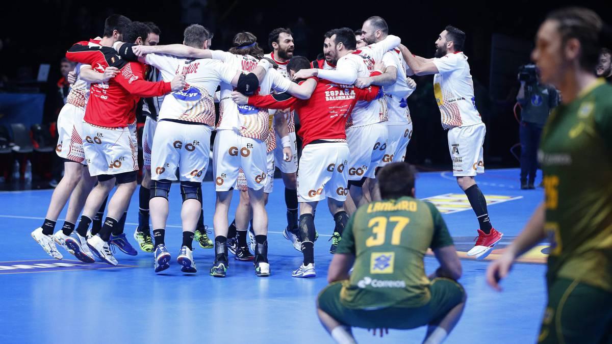 España: sangre, sudor y lágrimas para eliminar a Brasil: 28-27
