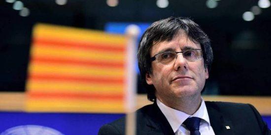 El patético Puigdemont hace un ridículo mayúsculo intentando colar su referéndum en Bruselas