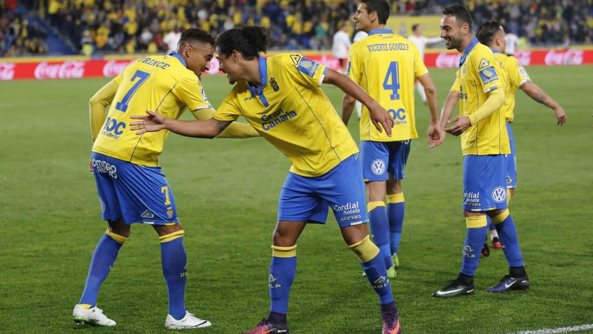 Las Palmas termina con la buena marcha del Valencia que empezó muy bien