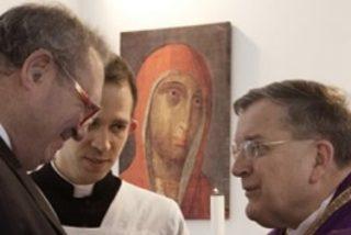 El cardenal Burke desobedeció una orden directa del Papa para no cesar a von Boeselager