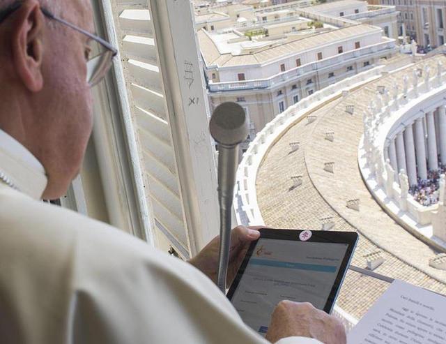 El Papa también cubre la webcam de su iPad