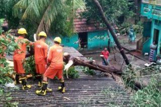 El Padre Ángel visita las obras de reconstrucción tras el paso del ciclón en el Sur de la India