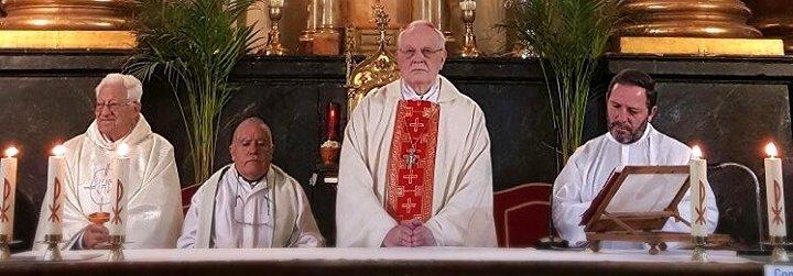 """Amigo: """"El padre Ángel hace milagros. Levanta a personas del charco"""""""