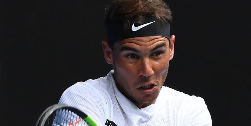 Un Rafa Nadal imponente debuta en Australia corriendo a pelotazos a Florian Mayer