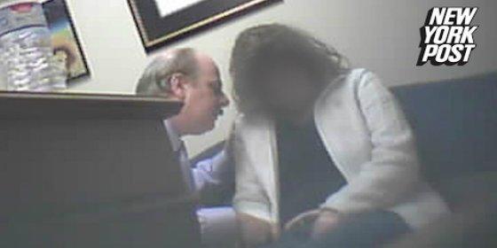 [VÍDEO] Así hipnotiza el salido abogado a una divorciada para meterle mano