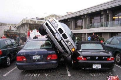 Lo que te puede pasar si dejas tu coche mal aparcado
