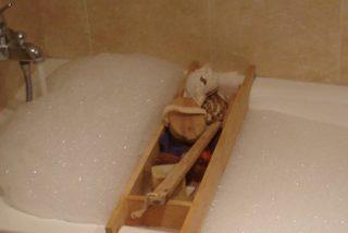 La niña de tres años que ha muerto quemada por el agua caliente mientras le daban un baño
