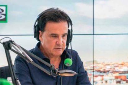 """De la Morena zarandea al jefe de Cultura de El País por exigir el cese de Jorge Valdano: """"Es un pelota oportunista"""""""