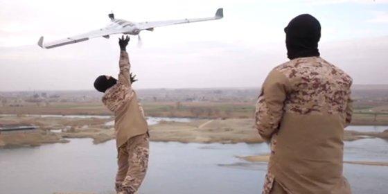 [VÍDEO] El mortífero dron del ISIS que pulveriza soldados como si fueran cucarachas