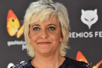 Eva Hache, la 'simpática': le hace una peineta a los periodistas en plena alfombra roja de los premios Feroz
