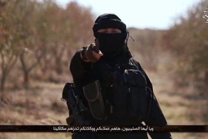 [VÍDEO X] El perverso verdugo gigante de ISIS que decapita a medias al rebelde del PKK