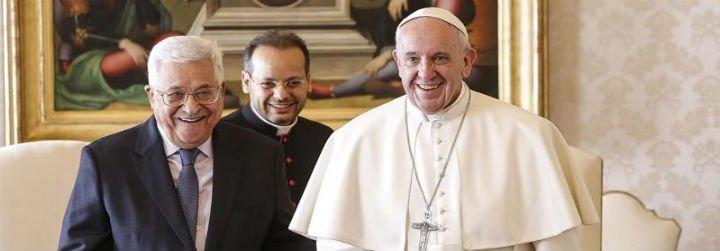 El Papa recibe al presidente palestino, que le regala una piedra del Gólgota