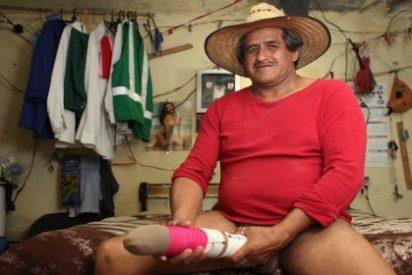 El mexicano Roberto Esquivel tiene un pene de 48 cm y... ¡reta al negro del Whatsapp!
