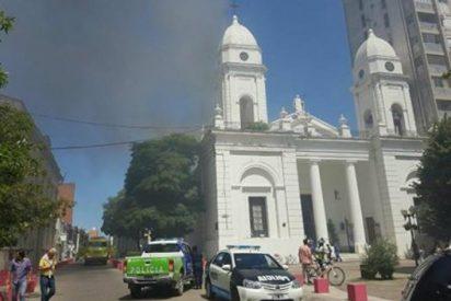 Se incendia la catedral de San Nicolás de los Arroyos