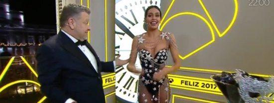 Cristina Pedroche da la campanas de Nochevieja en Antena 3 vestida con un bikini de lentejuelas
