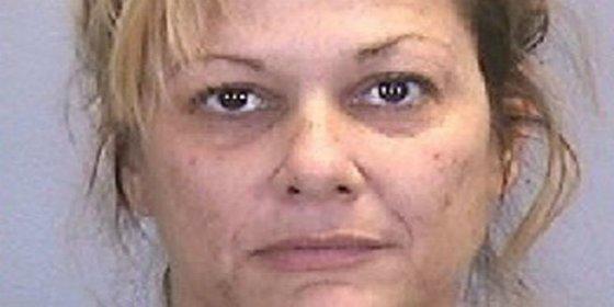La madre que ha tenido sexo con cinco adolescentes delante de su espantada hija