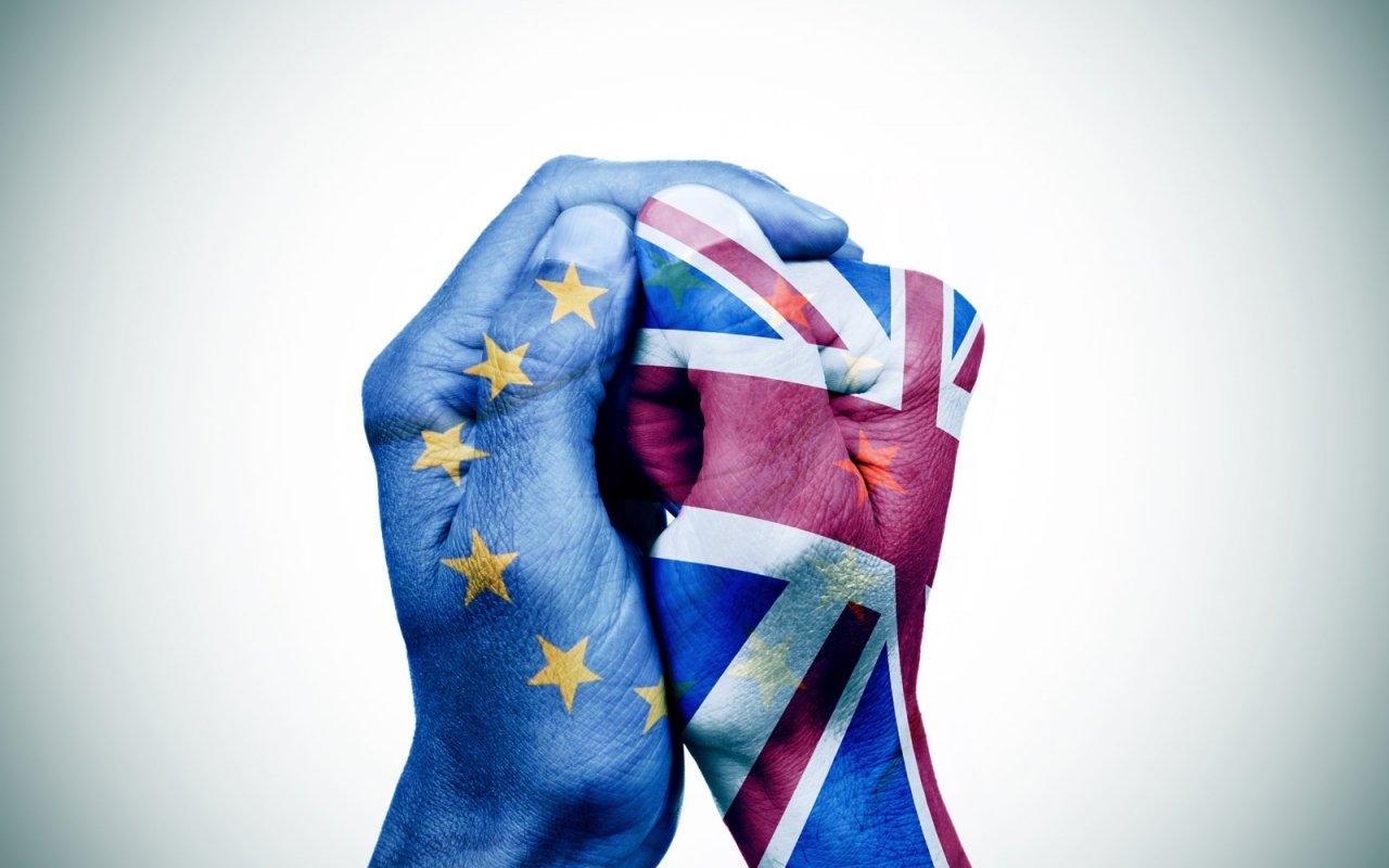 La libra esterlina cae a su nivel más bajo por temor a un Brexit duro