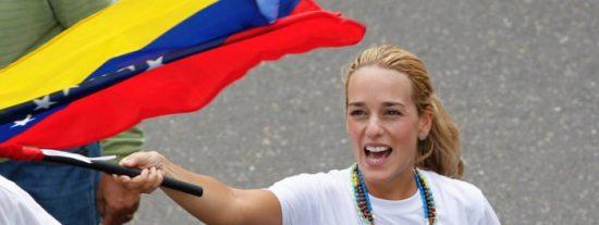 """Lilian Tintori denuncia que """"hay 130 presos políticos"""" bajo el régimen de Maduro"""