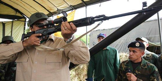 [VÍDEO] Las armas secretas que llevará Maduro a los barrios para que todos se atiborren de balas