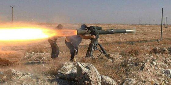 [VÍDEO] Así hacen trizas a unos lelos soldados sirios los yihadistas con un misil TOW de EEUU