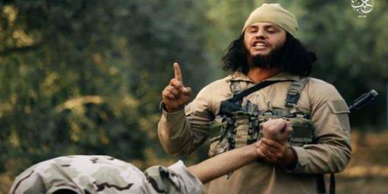 [VÍDEO SIN CENSURA] El melenas del ISIS convierte en polvo al soldado con su ametralladora