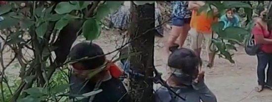 [VÍDEO] La terrible muerte de una mujer atada a un tronco con hormigas venenosas