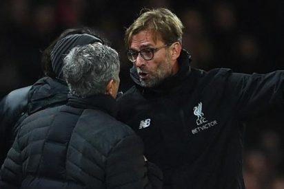 ¡No me toques! La tensa bronca entre Mourinho y Klopp a pie de campo