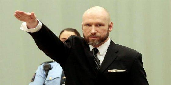 Breivik hace el saludo nazi ante un tribunal noruego que valora si se han violado sus derechos