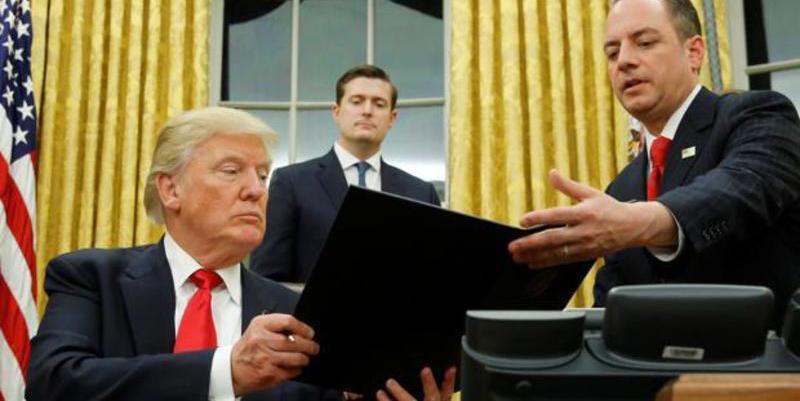 Donald Trump se estrena en la Casa Blanca con la firma del principio del fin del 'Obamacare'
