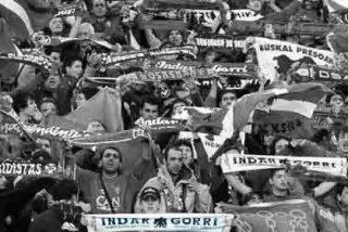 """Osasuna manifiesta su """"indignación"""" por el arbitraje ante el Sevilla y exige """"respeto"""""""
