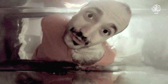 [VÍDEO XXX] Así ahogan en una pecera a un aterrado iraquí los merluzos del ISIS
