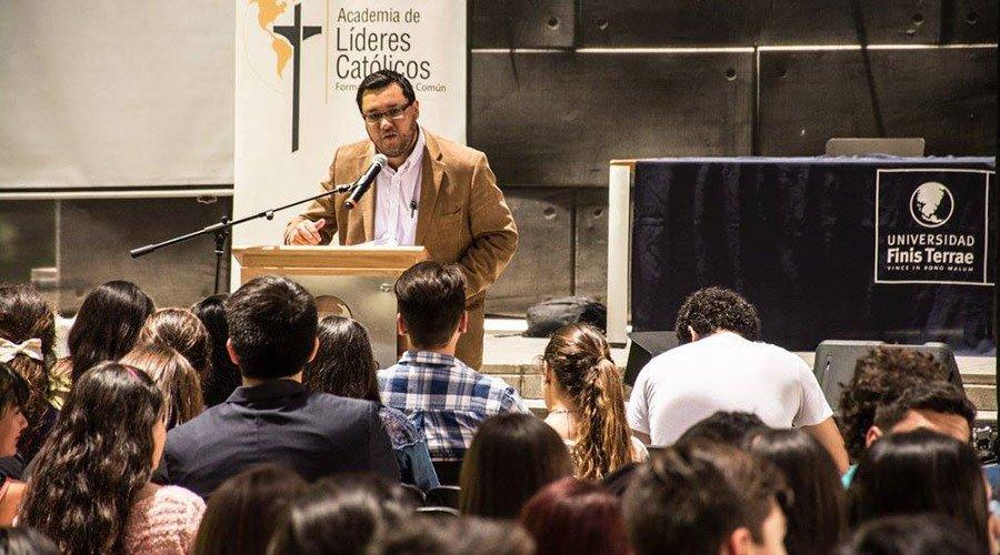 José A. Rosas niega que la Academia esté relacionada con El Yunque