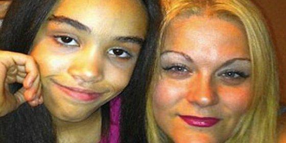La madre mata a su hija de un puñetazo tan fuerte que hizo estallar su estómago
