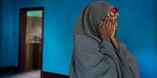 El vídeo del ataque sexual de 6 menores a una chica somalí que conmociona al mundo