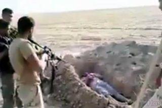 [VÍDEO X] El disfrazado fanático del ISIS se pone cómodo en su tumba y lo mandan con Alá
