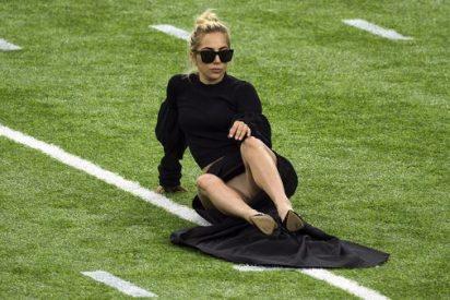 Esta apertura de piernas al descuido de Lady Gaga calentó la previa de la Super Bowl