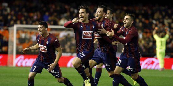 El Eibar ridiculiza al Valencia, que mira otra vez al abismo (0-4)