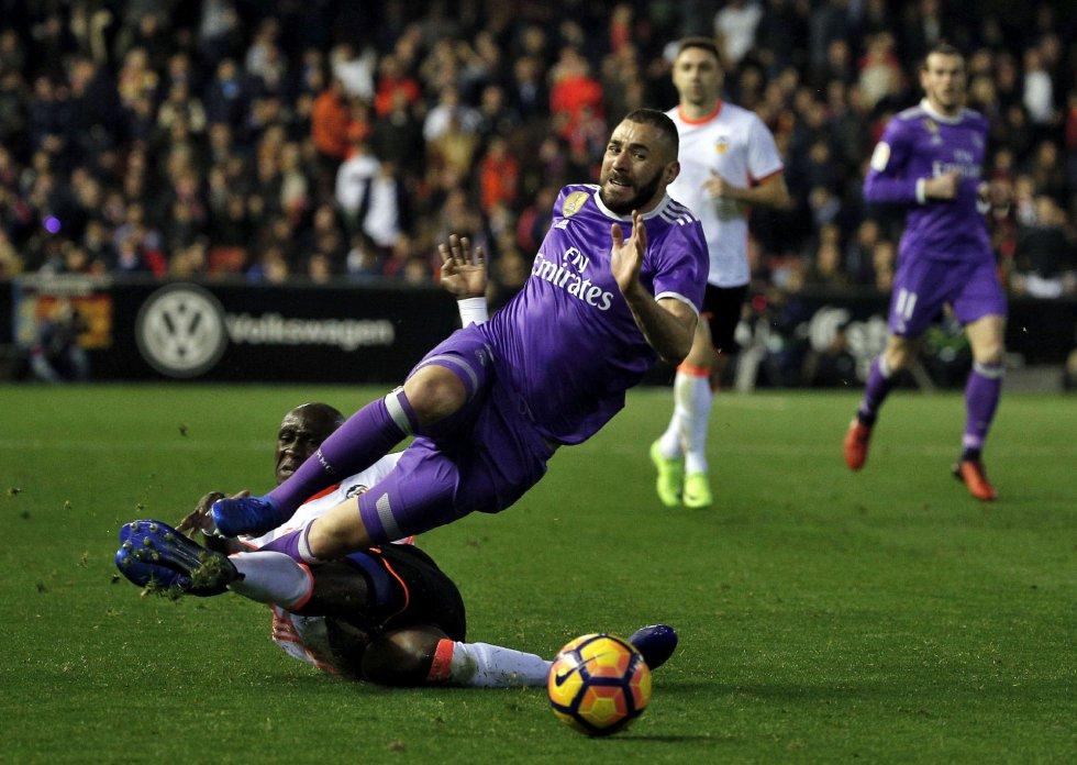 El equipo de Zidane quema su primer comodín: Valencia 2 - Real Madrid 1