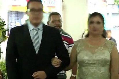 [VÍDEO] El chalado que dispara a tres personas en una boda para vengar a su hijo