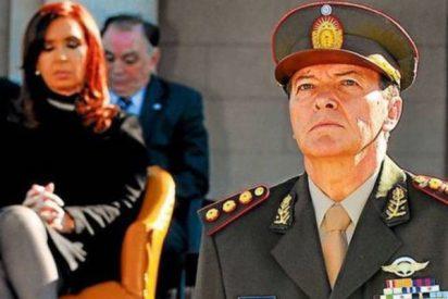 Detienen a César Milani, el exjefe del Ejército en la época de Cristina Kirchner, por 'secuestrador'